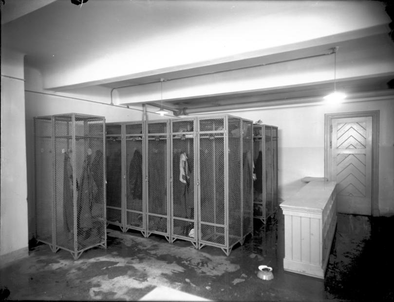 SWP NTM ca 1915 garderobe.png