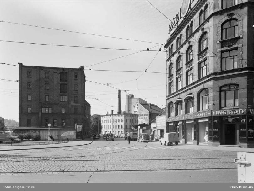 V44 46 hjørnet Brugata 1961.png