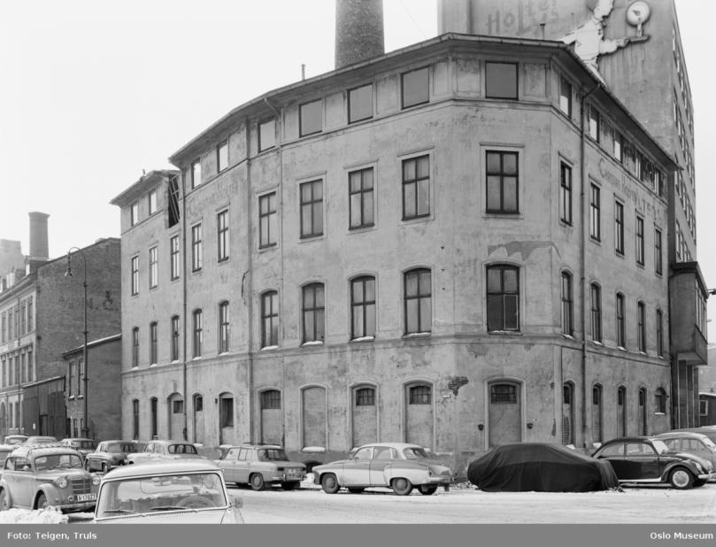 E15 1963 revet samme år E11 13 til venstre Vognmannsgt th.png