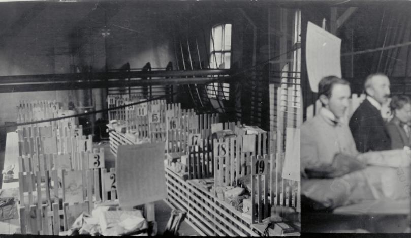 gymsal i bruk som postkontor 1925.png