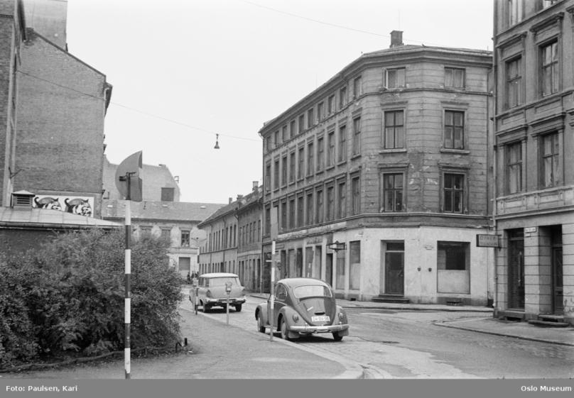 K32 34 mot Elvegata Skolen til venstre og K27 1966