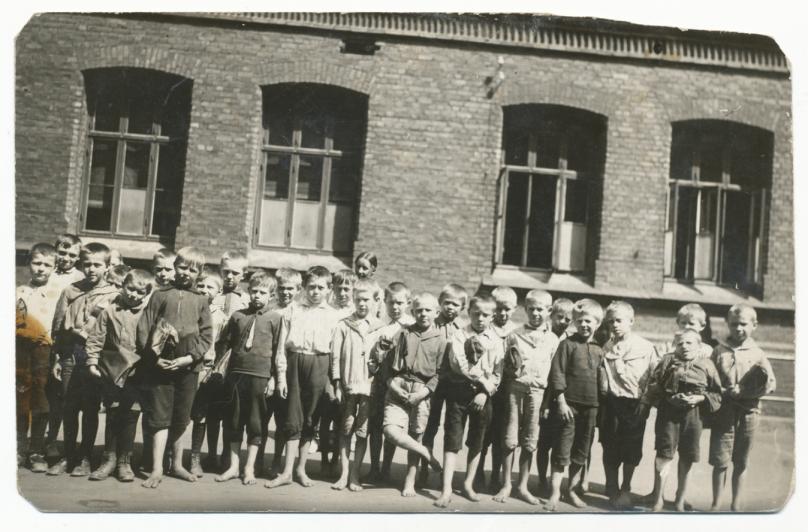 Tilla Valstads klasse ca 1900.png